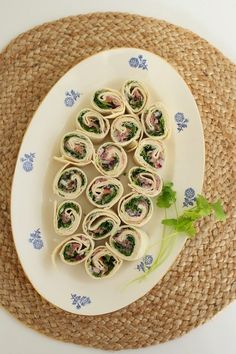Wraps med spekeskinke - My Little Kitchen Little Kitchen, Tapas, Bacon, Plates, Snacks, Tableware, Rocket Salad, Cilantro, Licence Plates