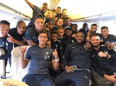 Best french team we dver had -france Antoine Griezmann, Fifa Football, Football Players, Psg Wallpaper, Mbappe Psg, France Football, Image Foot, Work Hard In Silence, Zinedine Zidane
