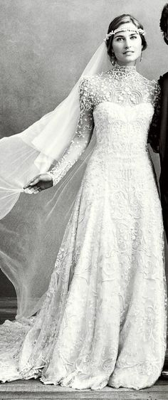 This vintage laced wedding dress is elegant and has a timeless chic to it that is breathtaking! The headband veil around the forehead adds a boho look. its perfect