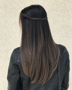 New hair color ash violet colour Ideas Brown Hair Balayage, Hair Color Balayage, Hair Highlights, Brunette Highlights Lowlights, Balayage Straight Hair, Ombre Hair Color, Brown Hair Colors, Ash Color, Cabelo Tiger Eye
