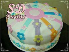 Cake dos cortes ganache de superchocolate SD y dulce de leche con chips de chocolate blanco Bizcocho de vainilla cubierta pasta americana vainilla diseño SD Parties!!!