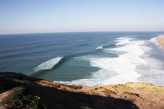 Portogallo, le migliori spiagge dove fare surf (e non solo) anche adesso | GQ Italia 13-11-2020 | Lunghissime, di sabbia finissima: questi luoghi sono il rifugio ideale per surfisti provenienti da tutto il mondo in cerca dell'onda perfetta. Sì, anche in questo periodo Algarve, Outdoor, Wave, Italia, Outdoors, Outdoor Living, Garden