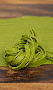 blendtec Whole Wheat Spinach Pasta--I had no idea it was this easy to make your own healthy pasta!