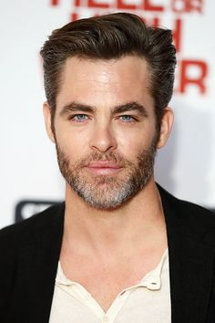 Chris Pine poses for a photo at the gala screening of Hell or High Water at Washington Hotel on September 2016 in London, England. Chris Pine, Hottest Guy Ever, Short Beard, Light Of My Life, Attractive Men, Good Looking Men, Sexy Men, Hot Guys, People