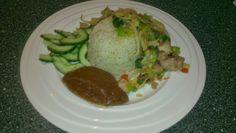 healthfoodhappyliving: Food: Aziatische kip met komkommersalade en pindas...