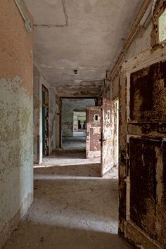 Patient ward at Trenton State Hospital, the first mental hospital in NJ, and the first Kirkbride hospital in the US. The facility, now called Trenton Psychiatric Hospital, is still in operation, but large portions have been abandoned for years.