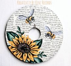 Sunflower + Bumble bees painted on a vinyl record Art Cd, Cd Wall Art, Record Wall Art, Small Canvas Art, Diy Canvas Art, Aesthetic Painting, Aesthetic Art, Art Hippie, Cd Crafts