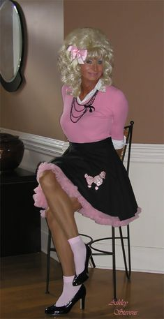 Pleated Skirt Outfit, Skirt Outfits, Feminized Husband, Sixties Fashion, Maid Dress, Pink Outfits, Big Hair, Tgirls, Crossdressers
