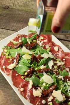 Ostrich Carpaccio recipe in &Beyond book - adapt to a wreath salad. Healthy Recepies, Raw Food Recipes, Italian Recipes, Appetizer Recipes, Cooking Recipes, Ceviche, Healthy Meal Prep, Healthy Eating, Carpaccio Recipe