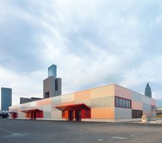 Built by Kölling Architekten in Frankfurt, Germany with date 2007. Images by Christoph Kraneburg. The new Cargo Center is located in the extension area of the Frankfurt exhibition grounds and serves as the central g...