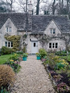 Cotswolds Dream Cottage I imagine walking home up this path. Stone Cottages, Cabins And Cottages, Stone Houses, Cute Cottage, French Cottage, Cottage Style, English Country Cottages, English Countryside, English Cottage Exterior