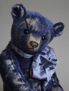 Fedya - A Humble-Crumble Bear - www.victoriaallum.co.uk