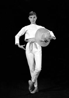 Audrey Hepburn's interest in Parisian haute couture led her to Givenchy during pre-production of Sabrina. Soon after, Givenchy became synonymous with the glamorous, waifish look that defined Hepburn's entire career and even her personal life. Audrey Hepburn Outfit, Audrey Hepburn Givenchy, Audrey Hepburn Funny Face, Audrey Hepburn Mode, Audrey Hepburn Photos, Katharine Hepburn, Aubrey Hepburn, Golden Age Of Hollywood, Old Hollywood