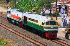 KP/10176 CC 201-104 menggandeng CC 200-15 tarik dingin dari Cirebon ke Semarang Poncol | by Dzulfiqar Adefa