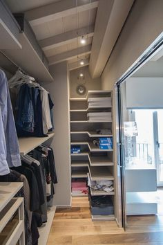 Most clever and creative diy Storage Ideas for Small Spaces on a budget. Help you maximize clothing storage, shoe, toy for small bedrooms, kitchen, bathroom Attic Closet, Closet Space, Walk In Closet, Attic Master Bedroom, Attic Bedrooms, Craft Storage Ideas For Small Spaces, Modern Bedroom, Bedroom Decor, Loft Room