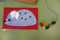 Na het horen van het thema verhaal volgde er een waarneming van de muis.        De kleuters konden op de buik van de getekende muis telle...