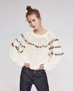 Sweater with pom poms from Zara Pull Crochet, Mode Crochet, Knit Crochet, Cardigan Au Crochet, Crochet Cardigan, Magazine Crochet, Pom Pom Sweater, Crochet Woman, Fashion Mode