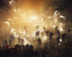 Each year in Tultepec, Mexico, the National Pyrotechnic Festival kicks off in a dazzling display of handmade fireworks. Thomas Prior brought his excellent eye to the festival and captured some truly incredible images! Guy Fawkes, Hogwarts, Fireworks Photography, Fireworks Photos, Fireworks Displays, Mexicans Be Like, Fireworks Festival, Mexican Problems, Bonfire Night