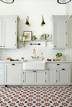Kitchen Trends That Will Be Huge in 2019 Love these statement kitchen floor tiles? Check out more of our favorite kitchen design trends for these statement kitchen floor tiles? Check out more of our favorite kitchen design trends for Kitchen Ikea, Kitchen Flooring, New Kitchen, Kitchen Decor, Kitchen Sinks, Kitchen Layout, Rustic Kitchen, Stylish Kitchen, Awesome Kitchen