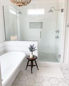 30 Modern Bathroom Shower Tile Remodel Design Ideas To Have Soon House Bathroom, Bathroom Interior Design, Master Bathroom Shower, Bathroom Remodel Master, Bathroom Shower Tile, Tile Remodel, Farmhouse Master