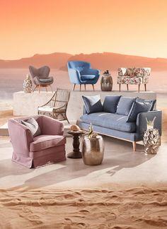 Dieses Sofa ist der Stil-Garant in Ihrem Wohnzimmer. Dabei trägt das buchefarbene Untergestell Ihr gemütliches Sitzparadies. Der Korpus des Dreisitzers sowie die Kissen sind in einen Bezug aus 100 % Baumwolle gehüllt. Dessen Farbgebung in Hellblau garantiert ein farbenfrohes und dennoch stilvolles Flair. Ob beim spannenden Filmabend oder beim gemütlichen Kaffeetrinken: Genießen Sie Ihr schönes Zuhause mit diesem geschmackvollen Sofa!
