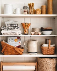 The award for best dressed shelf in the house goes to this guy right here. Kitchen Dining, Kitchen Decor, Dining Room, Rattan, Boho Home, Minimal Home, Room Shelves, My New Room, Home Staging