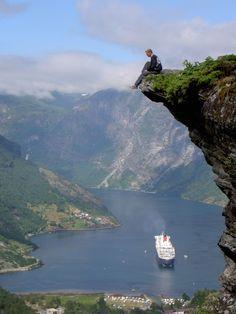 De fjorden in Noorwegen, daar wil ik nog wel eens heen...met de camper of met een cruise.