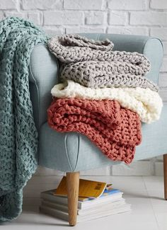 cozy fluffy throws  http://rstyle.me/n/uhwbnpdpe