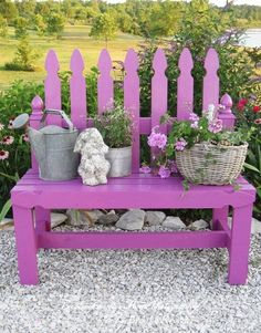 alter lattenzaun lila streichen gartenbank