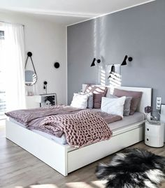 Grey walls | blush purple bedding