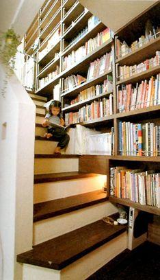Staircase Bookshelf, Stair Shelves, Staircase Design, Victorian Living Room, Japanese Interior Design, Entrance Design, Home Libraries, Interior Stairs, Japanese House