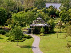 Arboretum en été. CRÉDIT PHOTO: Jean Verret Gazebo, Nature, Photos, Outdoor Structures, Cabin, House Styles, Home Decor, Landscapes, Homemade Home Decor