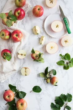 Food Rings Ideas & Inspirations 2017 - DISCOVER made by mary - vegetarian receipes - apple chips, a healthy snack. Swedish autumn Discovred by : Eléonore Apples Photography, Food Photography Styling, Food Styling, Vegetables Photography, Fruit And Veg, Fruits And Veggies, Healthy Sweets, Healthy Snacks, Healthy Skin