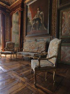 Château de Balleroy (Normandie): le salon d'honneur. Plafond peint attribué à Charles de la Fosse, portraits royaux par Juste d'Egmont. Photo: site officiel du château.