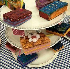Lekkere (sier)taartjes maken van schuursponsjes. Makkelijk maar o zo leuk.