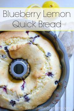 Food - Rezept für einen einfachen Kuchen mit Blaubeeren und Zitrone. Blueberry Lemon QUICK Bread ~ so easy and oh so yummy! Make with fresh or frozen blueberries.