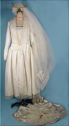 1920s Reville, London/Paris,  Couture Gown with Silver Lame Train and Headpiece. (front)