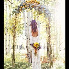 Lindeza de referência #noiva #casamento #wedding #bouquet #buque #buquedenoiva #buquedeflores #flores #flor #girassol #altar #fotosdecasamento #casamentodedia #casamentonocampo