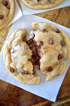 Soft & Chewy Nutella Stuffed Chocolate Chip Cookies  so  Mein Blog: Alles rund um Genuss & Geschmack  Kochen Backen Braten Vorspeisen Mains & Desserts!