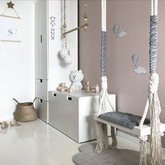 We sluiten deze week af met een erg gave #hangstoel of #schommel voor in huis. Wij vinden het in ieder geval een mooi #meubelstuk om aan je interieur toe te voegen! | Link in bio l * * * * Credits: @nr13b + @storkboks * * * * #interior #interiør #homestyling #mywestwingstyle #boho #homedetails #interior4all #interior123 #interiorwarrior #homeadore #hairsandstyles #interior_and_living #dream_interiors #apartmenttherapy #homeinterior4you #interiørmagasinet #myhousebeautiful #roomforinspo…
