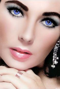 Elizabeth Taylor Eyes, Elizabeth Taylor Cleopatra, Gorgeous Eyes, Pretty Eyes, Hollywood Icons, Classic Hollywood, Classic Actresses, Beautiful Actresses, Classic Beauty