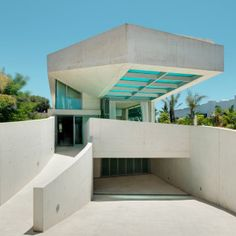 A rooftop swimming pool with a glass floor cantilevers out beside the entrance to this house in Marbella, Spain, by Wiel Arets Architects. Building A Swimming Pool, Cool Swimming Pools, Good Morning To All, Glass Bottom Pool, Piscina Interior, Fish House, House 2, Concrete Houses, Rooftop Pool