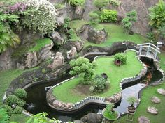 Garden pond waterfall For ducks Having a garden pond is a good way to beautify your backyard. Clever & Beautiful Yard Island Landscaping For Backyard And DIY BackYard Turtle Pond Designs Ideas A pond could possibly be built with cement to create a visual Pond Landscaping, Ponds Backyard, Garden Pool, Backyard Waterfalls, Backyard Ideas, Backyard Stream, Garden Water, Veg Garden, Garden Bed
