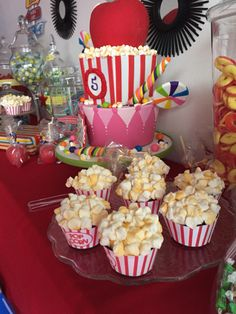 Carnival party Cake & cup cakes!