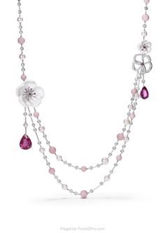 Walking into the ladies high tea, the room stopped with awe as I bend across the table to select a crumpet while wearing this Piaget necklace. Were they cross I reached my hand across the table or simply entranced with the magical beauty of this piece? C'est la vie!  #piagetrose