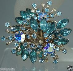 VINTAGE GOLD TONE,BLUE AURORA BOREALIS RHINESTONE LARGE CLUSTER BROOCH/PIN