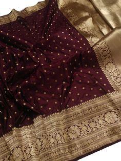 Silk Saree Banarasi, Indian Silk Sarees, Soft Silk Sarees, Blouse Designs High Neck, Sari Blouse Designs, Pakistani Fashion Party Wear, Pakistani Outfits, Maroon Saree, Latest Dress Design