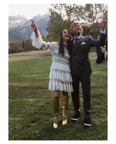 Sí @catssac se casó el domingo y... madre mía! qué vestidazos! El primer vestido con carpita de @oscardelarenta y el segundo un maravilloso vestido de @alexandermcqueen que combinó con unas botas doradas de @ysl  #asísí #goodnight #buenasnoches #wedding #weddingday #boda #bride #bridetobe #bridal #novia #groom #mariee #bridaldress #vestidodenovia #weddingdress #photography #photoshoot #ysl #bohobride #bohemian #inlove #amazing #Beautiful #stunning #weddinginspiration #inspiration #love #like…