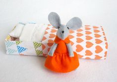 Tangerine Felt mouse in matchbox.