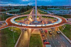 La primera rotonda aérea del mundo para bicicletas Que las bicicletas son la forma de transporte habitual de muchos habitantes de los Paíse...